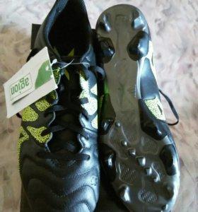 Новая футбольная обувь (бутсы) adidas