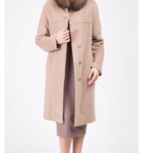 Пальто с воротником из меха песца