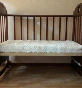 Детская кроватка,матрац,комплект постельного белья