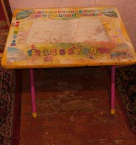 Стол детский письменный.