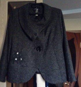 Костюм 52 тонкая пальтовая  ткань юбка прямая