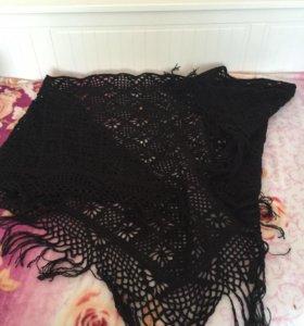 Черная шаль в цветочек