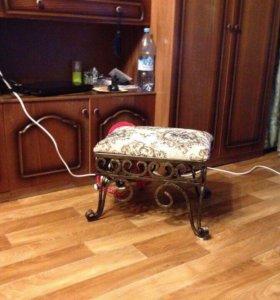 Тумбы, столы и стулья ( табуреты) ручной работа