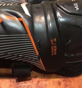 Наколенники,ракушка,подшлемник хоккейный на 5-8 л
