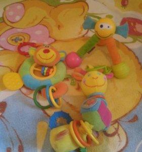 Игрушки-Погремушки ,круг для купания.