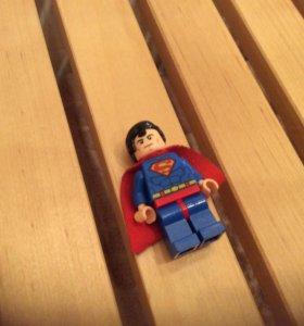 Фигурка Супермена.