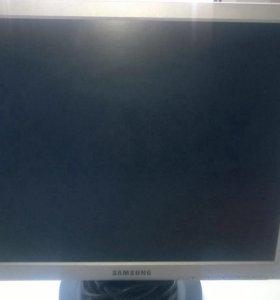 """Монитор. ж/к 17"""" Samsung 720 N"""