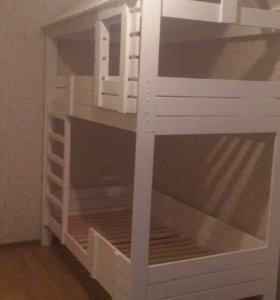 Детская кроватка с матрасами