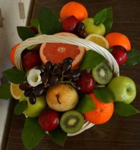 Букет из фруктов в корзинке