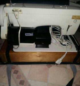 Швейная машинка Чайка электрическая с педалью