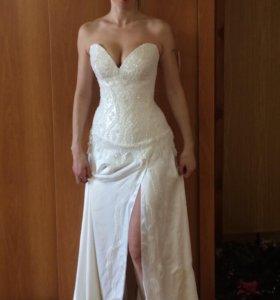 Платье свадебное или выпускное.