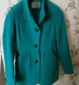 Продаю пальто 42размер