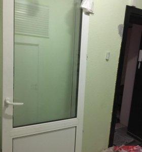 Пластиковые окно, дверь и подоконник