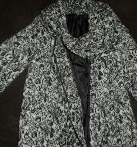 Пальто женское состояние нового, два за 3000