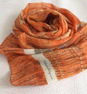 Крепдешиновый шарфик Феррагамо