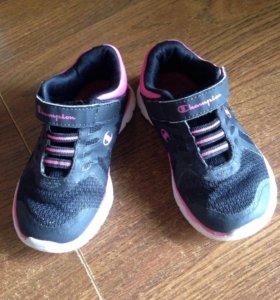 Продам кроссовки на мальчика или девочку!