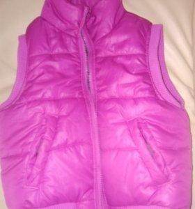Куртка без рукавов на девочку р-р 134-140