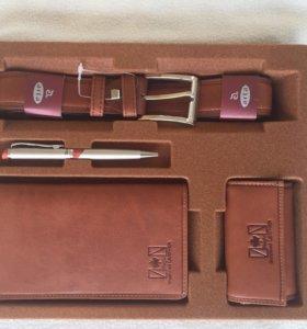 Набор ( портмоне,ключница,ручка,ремень)