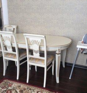 Стол и 6 стульев.
