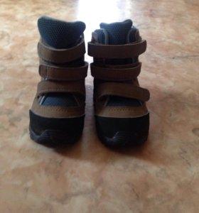 Ботинки адидас.