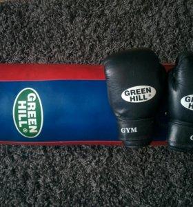 Мешок боксерский и боксерские перчатки
