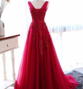 Платье красное вечернее со шлейфом