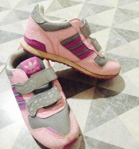 Кроссовки adidas р-р 27
