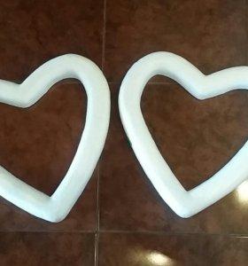 Сердца из плотного пенопласта для декора.