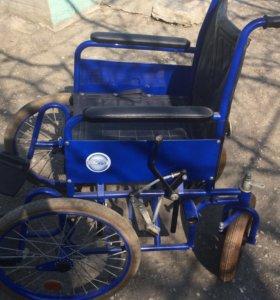 Кресло-коляска с ручным приводом.