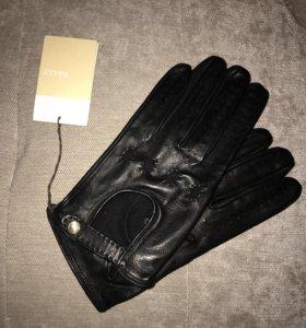 Перчатки кожаные Bally