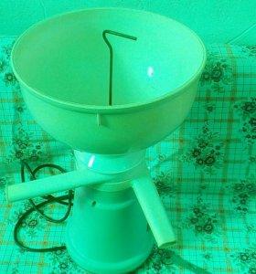 Сепаратор молочный бытовой электрический