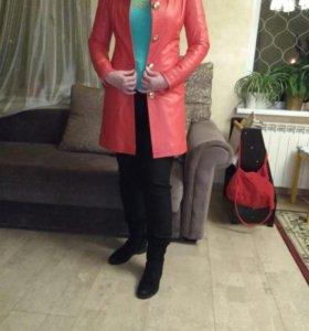 Кожаная куртка (плащ/пальто) красного цвета на 46р