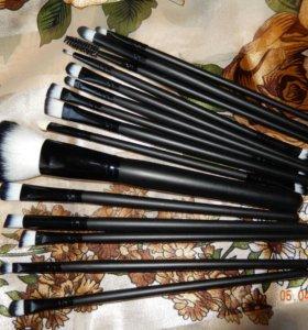 Чехол с 15 кисточками для макияжа