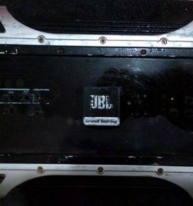 Усилок JBL на 520w
