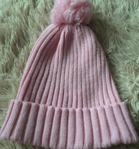 Взрослая вязанная шапка