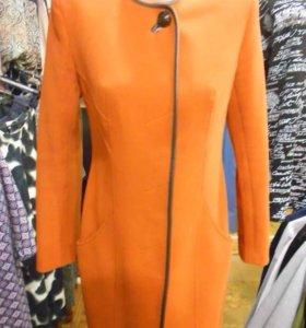 Стильное пальто с кож.окантовкой
