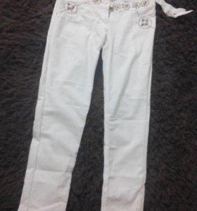 Белые брюки. Брюки с украшениями