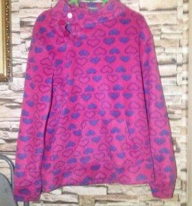 Розовый свитер с сердечками