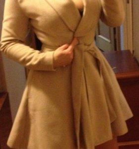 Очень женственное Пальто