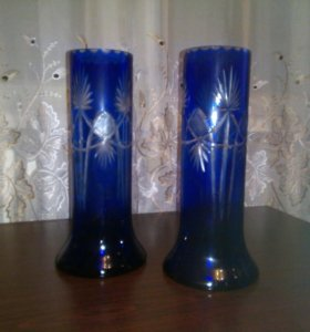 За две вазы и синего стекла.