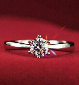 Новое кольцо в подарочной коробочке