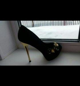 Туфли одевала 1 раз на свадьбу