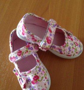 Сандали для девочки фирмы Mothercare на липучке
