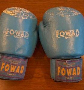 Боксерские перчатки со шлемом и формой