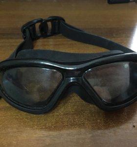 Спортивные очки для плавания