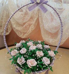 Корзиночка с нежными розами из бисера