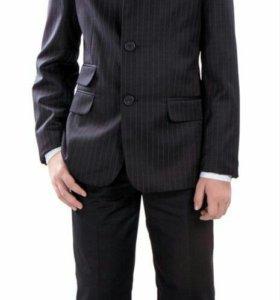 Элегантный и стильный пиджак для мальчика.разм.134