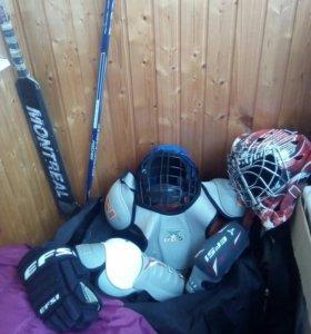 Хоккейные пренадлежности ,шлем защита+баул