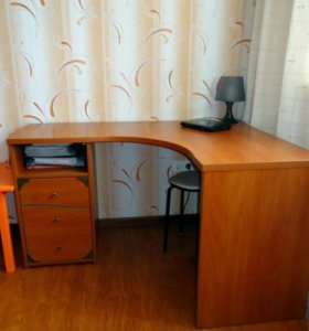 Угловой стол с ящиками