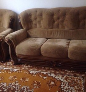 Продаётся хол, диван и два кресла